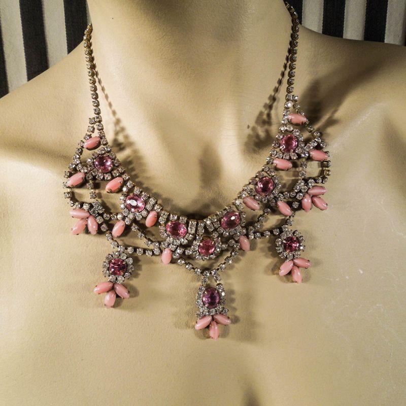 Vintage rhinstens collier i lyserøde & klare sten!