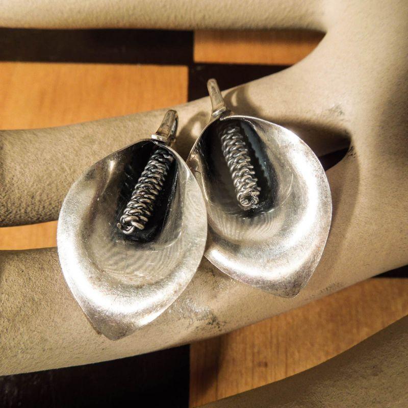 N. E. From vintage øreclips i sterling sølv med fredsliljer!!