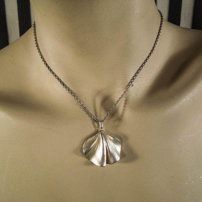 Aagaard halskæde af sterling sølv i et organisk design!