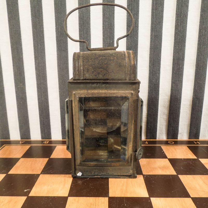 Antik olie lampe i rusten/patineret stand medfacet-slebne glas!