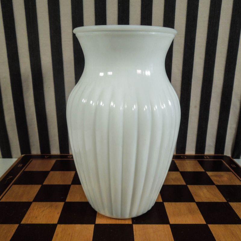 Vintage vase i hvid opaline glas!