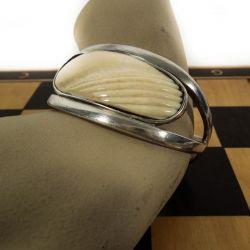 Håndlavet vintage armbøjle i sterling & elfenben. Design: Ruth M.