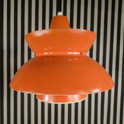 Vintage søværns-pendel fra Louis Poulsen i en lækker patineret orange nuance.