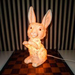 Skønneste vintage kanin-lampe fra starten af firserne fra Heico. Med lys i.