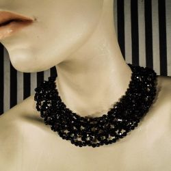 Natsort vintage hals-collie i glas-sten fra 1950´erne