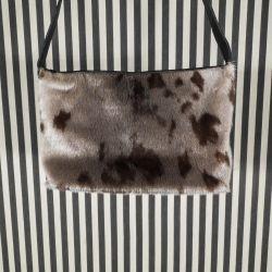 Super lækker sælskind/sort skind design-taske fra Great Greenland.