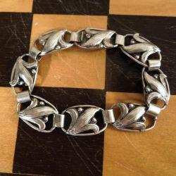 Fin dansk antik sølv armbånd med blomster-motiv.