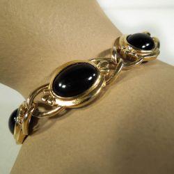 Vintage armbånd fra Crown Trifari - guldmetal med sorte sten.
