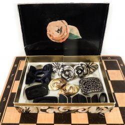 Super fin kasse med vintage skospænder, et stort skospænde samt et bæltespænde.