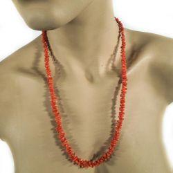 Vintage halskæde med lakerede koraler i forløb.