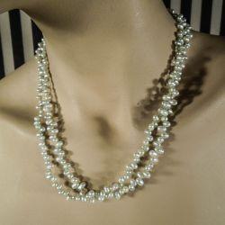 Vintage lang halskæde med de smukkeste æblegrønne kulturperler.