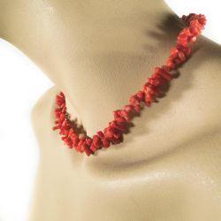 Smuk koral vintage halskæde med forgyldt lås i forløb