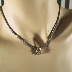 Vintage sølv halskæde med 14 karat forgyldt vedhæng med klar sten. Design: San