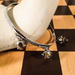 Meget fint udført & anderledes, fransk vintage sølv armbånd med tigerøjne-sten.