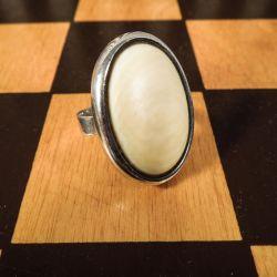 Lækreste N.E. From ring i sterling sølv med elfenben.