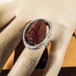 Smuk vintage sølv design-ring med rav.