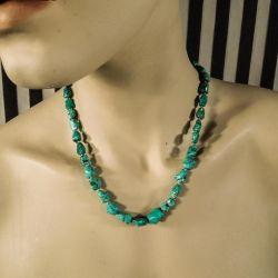 """Meget smuk vintage turkis kæde af"""" rigtige"""" sten med filigran lås."""