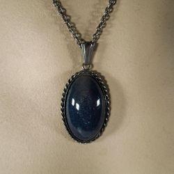 """Meget smuk svensk vintage sølv halskæde med mørkeblå """"sten""""."""