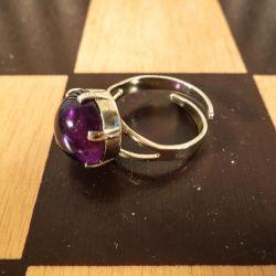 Lille fin vintage ring til at klemme om fingeren. Forgyldt sølv med lilla sten.