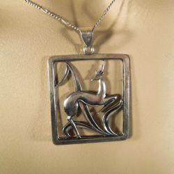 Meget smuk antik sølv vedhæng fra Chr. V. i halskæde af sølv.