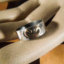 Vintage sølv ring med detaljer af guld. Design: Fleming Spagner