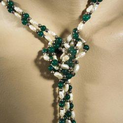 Vintage halskæder af ferskvands kulturperler samt små grønne sten