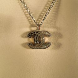 Chanel monogram halskæde i original æske