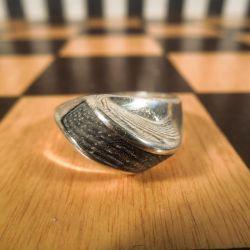 Vintage sølv ring med detalje af horn