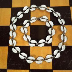 Vintage smykke-sæt i det fineste hvide emalje & sølv.
