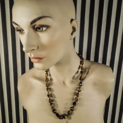 Vintage halskæde med polerede tigersten i forløb. Lås af guld-doublé!