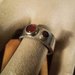 Vintage sølv, designer-ring med røde sten.
