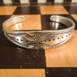 Vintage sølv-armbånd, anderledes, tungt og lækkert.