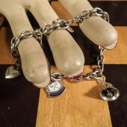 Siersbøl vintage sølvarmbånd med små charms.