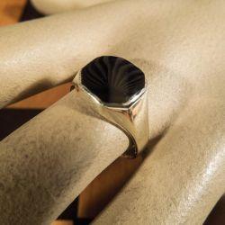 Vintage herre ring i sølv med onyx fra Viggo Wollny.