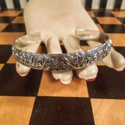 Fineste vintage klemme-armring i sølv med bladværk.