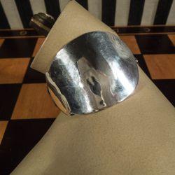 Vintage armring af tretårnet sølv (antik ske)