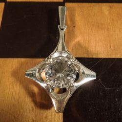 Vintage vedhæng i sterling sølv med stor, slebet bjergkrystal fra Herman Siersbøl.