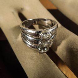 Designer ring fra Galleri Arleth i sterling sølv med klare sten