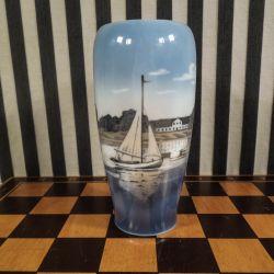 Vintage vase med landskab/maritimt motiv fra Royal Copenhagen