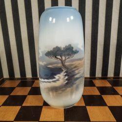 Vintage vase med landskabsmotiv fra Lyngby Porcelæn.