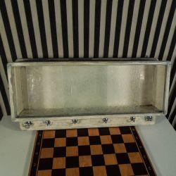 Antik mini skab til badevær. med glas-låger og kroge!