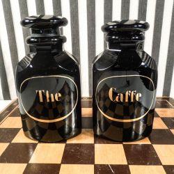 Udsøgte antikke natsorte glas-flakoner til kaffe & the