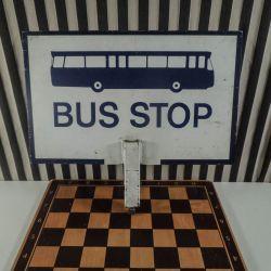 vintage Bus-Stop skilt i metal med bemaling på begge sider.