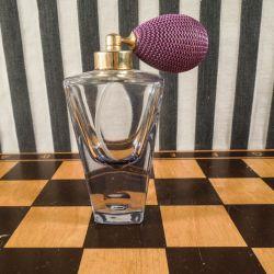 Antik parfumeflakon i smukt violet glas (art deco).