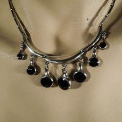 Smukt vintage hals-collier i sterling sølv med onyx!