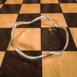 Smuk forgyldt, håndlavet sølv arm-ring i bølget design!