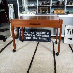 Vintage sybord i teak træ i enkelt & klassisk design