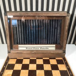 Vintage reklamedisplay til penne i træ & glas!