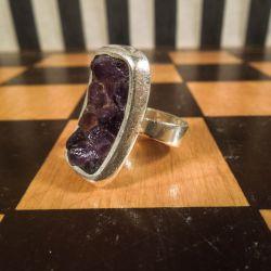 Håndlavet designer ring i sterling sølv og ametyster!