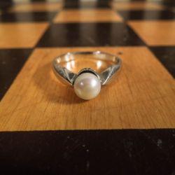 Vintage ring i hvidguld med ægte Akoya perle.